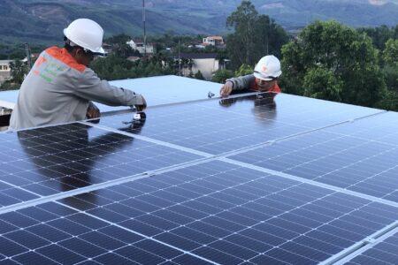 giá pin năng lượng mặt trời
